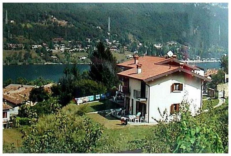 Casa Flora vista dall'esterno - lago di Idro - Hotel Alpino