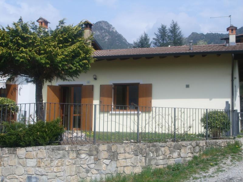 Casa Lucia 1 vista dall'esterno - lago di Idro - Hotel Alpino