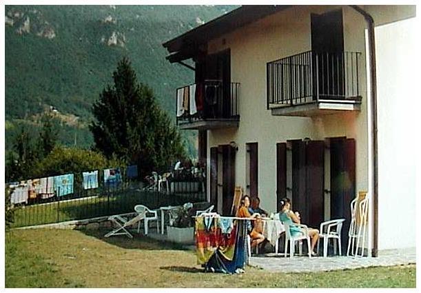 Esterno Casa Flora - lago di Idro - hotel Alpino