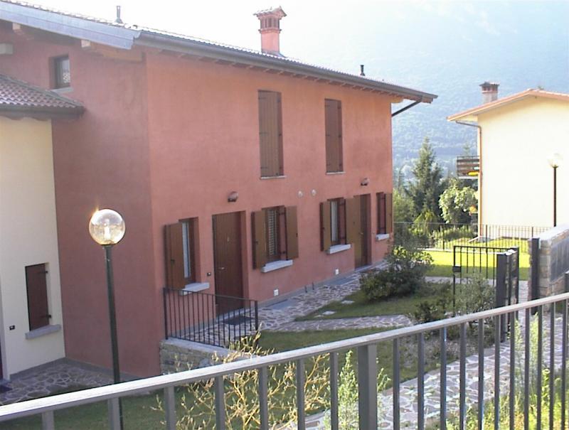 Giardino esterno Casa Flora - lago di Idro - hotel Alpino