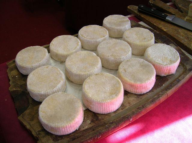I formaggi prodotti nelle malghe di montagna vicine