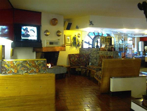 Lago d'Idro, Hotel Alpino sala caminetto