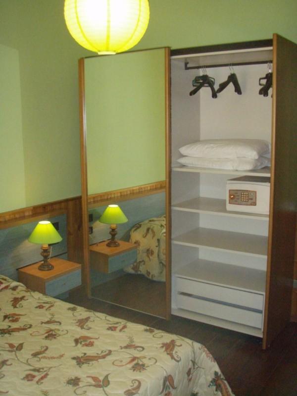 Villa Stefano bedroom with double bed - Hotel Alpino - Idro lake