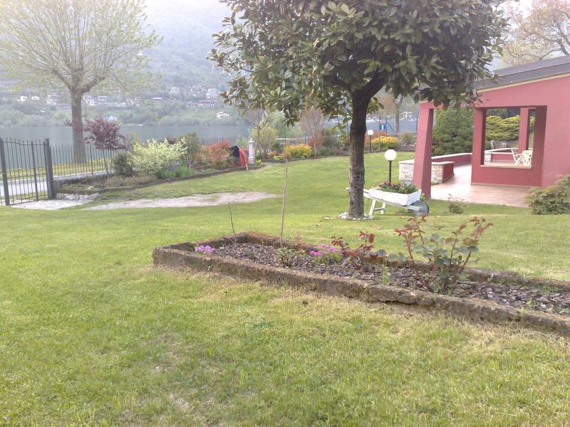 Villa Stefano garden lake view - Hotel Alpino - Idro lake