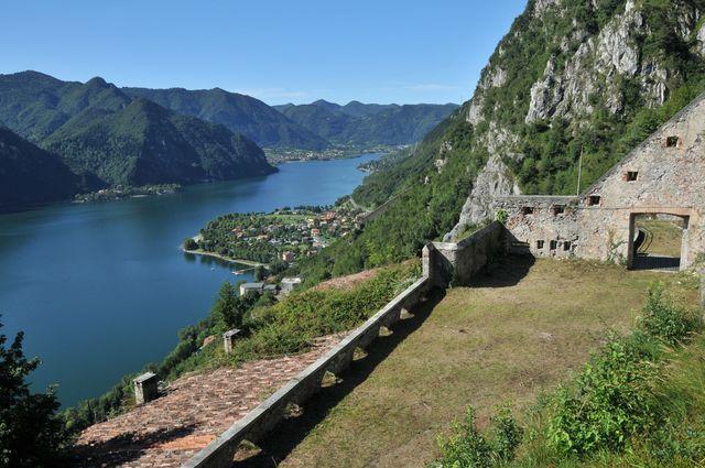Vista panoramica del lago di Idro dalla Rocca d'Anfo