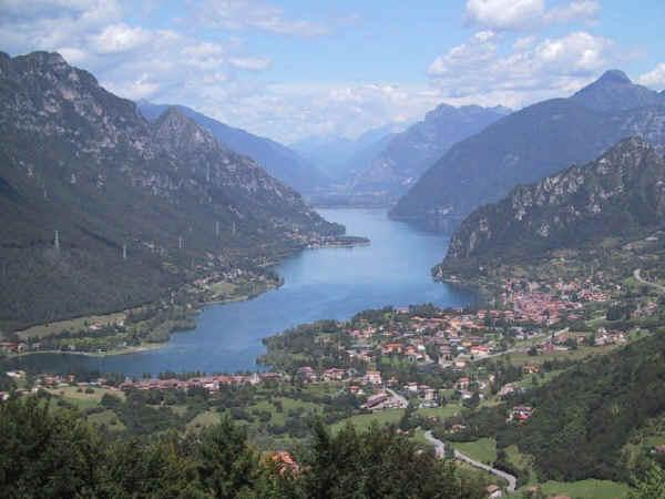 wunderschöne Sicht um Idrosee genießt, Hotel Alpino