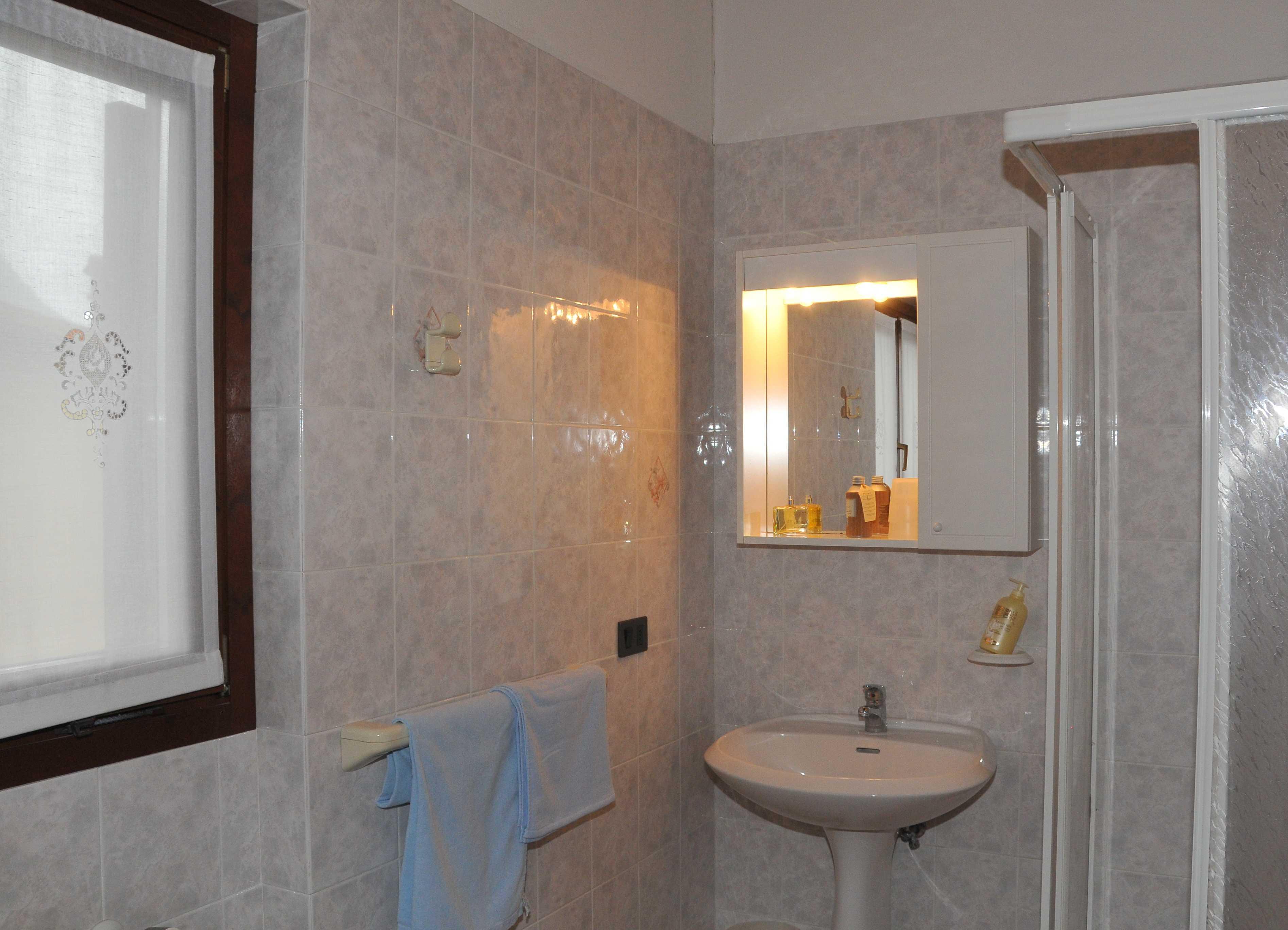 Bagno Casa Flora - lago di Idro - Hotel Alpino