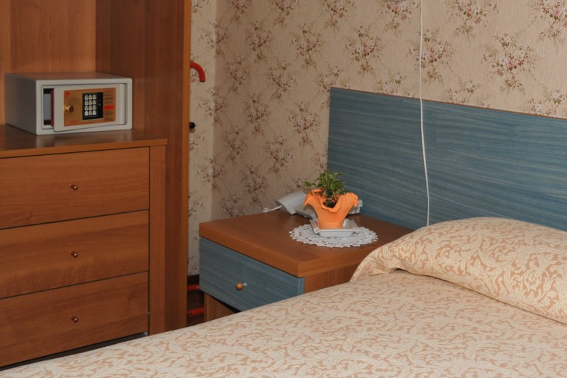 Bedroom - Hotel Alpino - Idro lake
