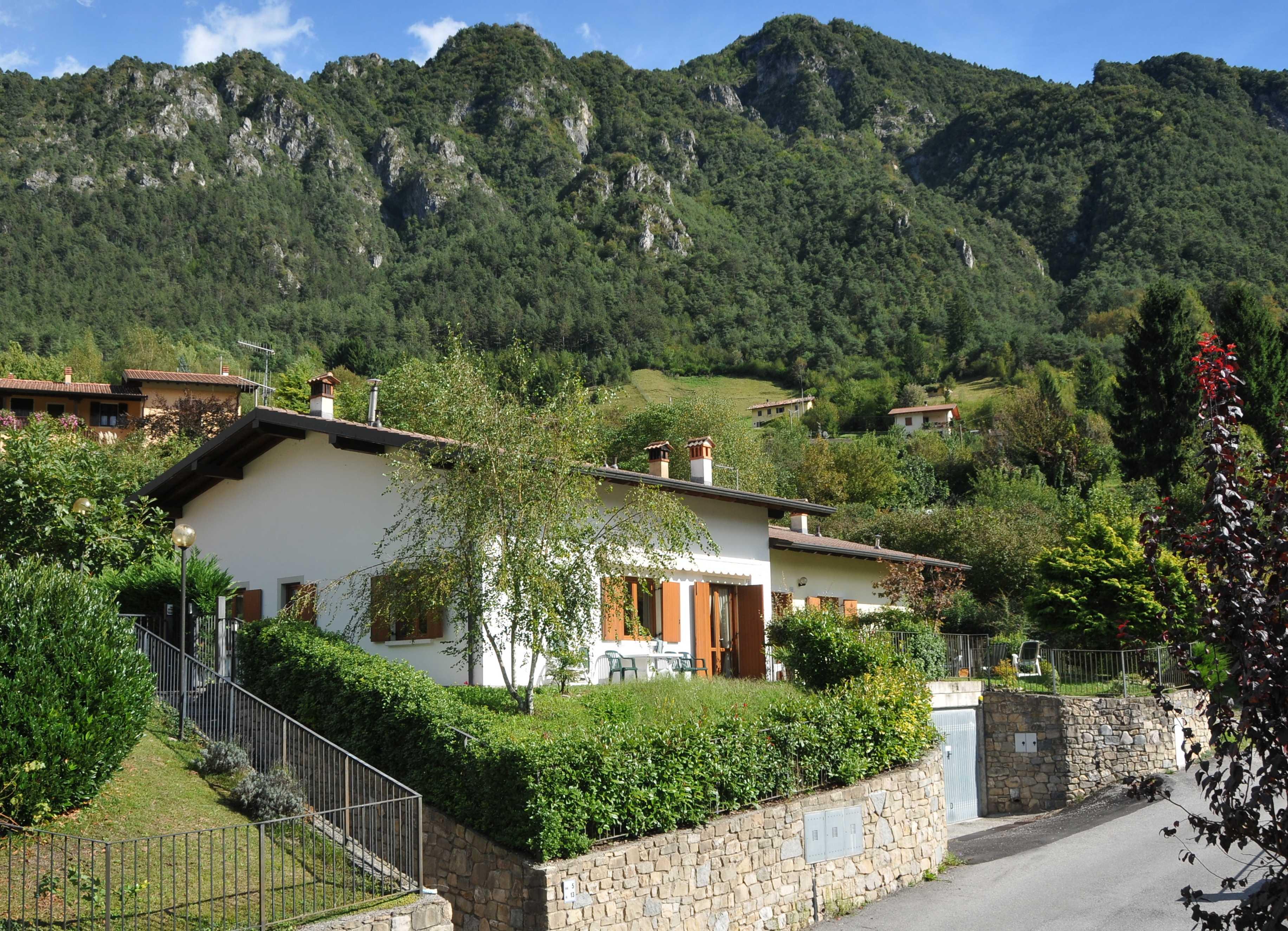 Casa Lucia vista dall'esterno - lago di Idro - Hotel Alpino
