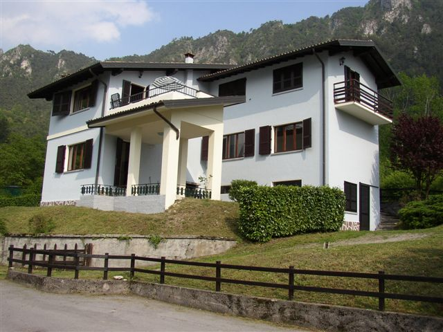 Casa Maria buiten, Hotel Alpino, Idromeer