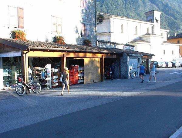 Idromeer, Hotel Alpino Naast market