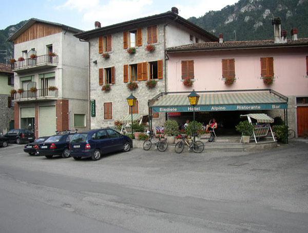 Lago di Idro, Hotel Alpino fronte lago