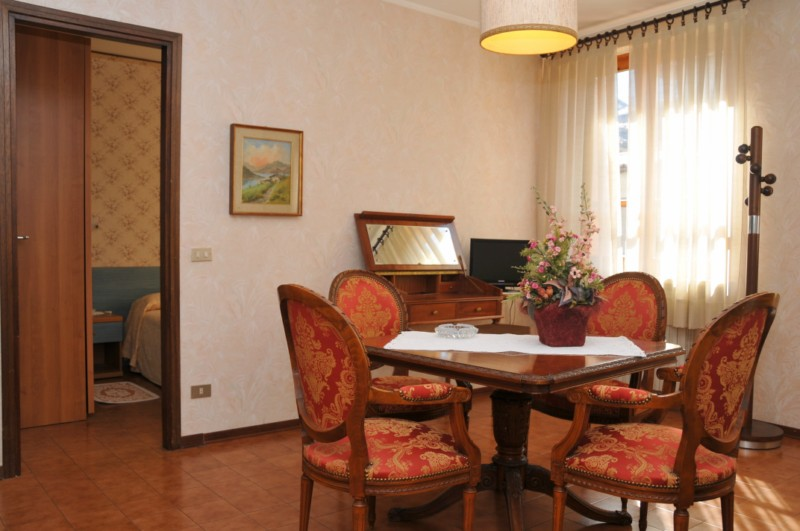 living room Suite - Hotel Alpino - Idro lake