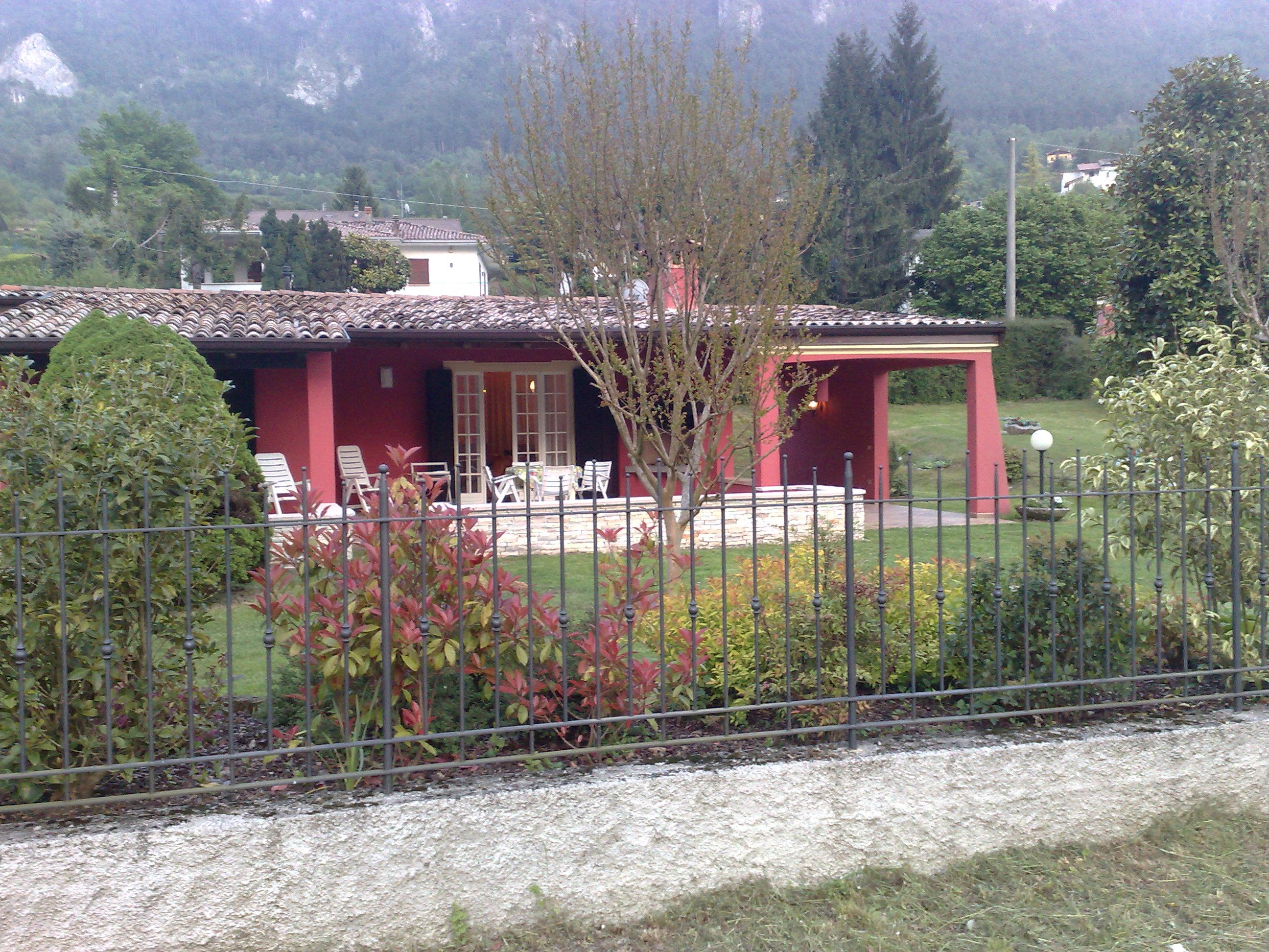 Villa Stefano draußen, Hotel Alpino, Idro See