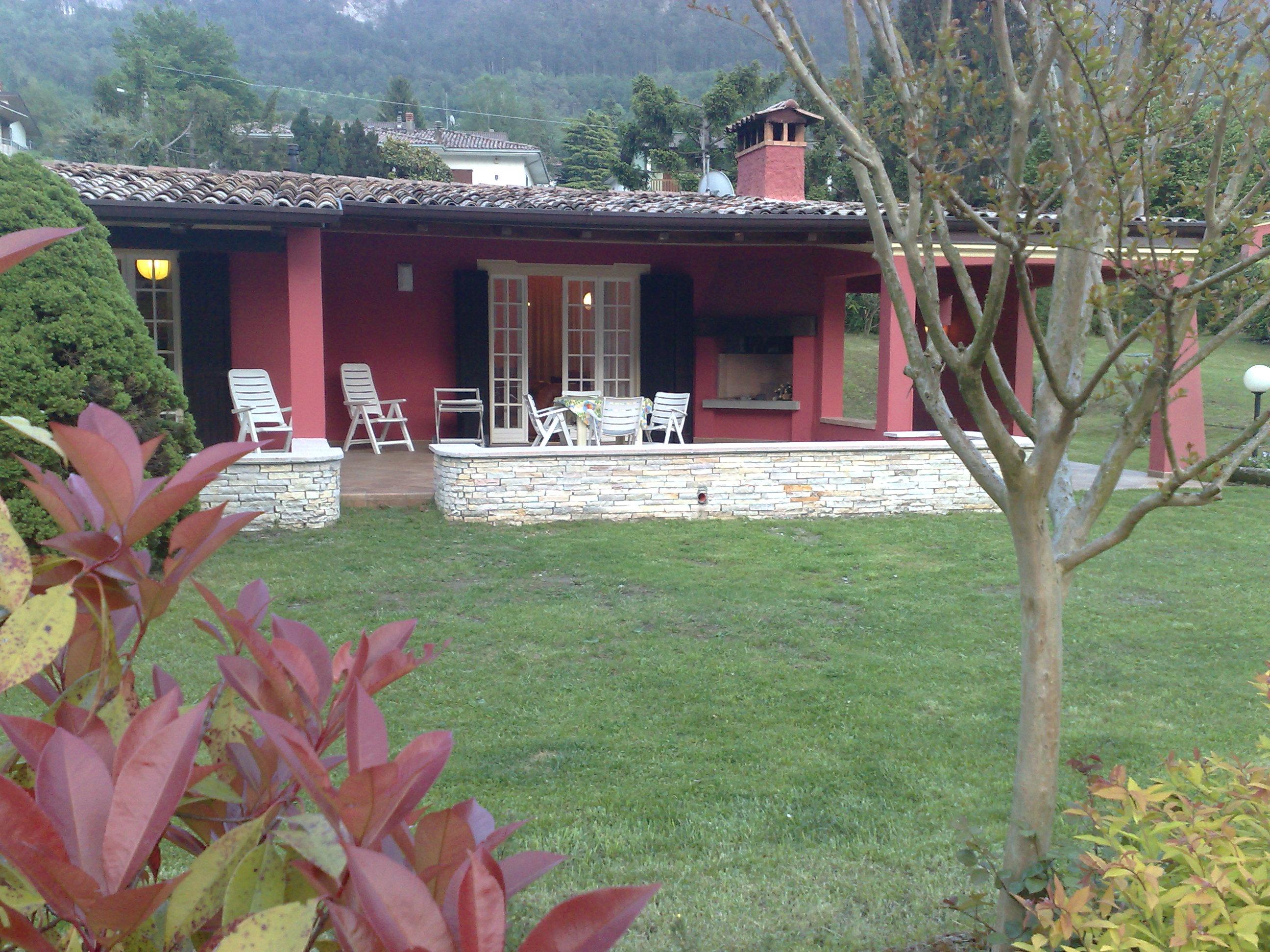 Villa Stefano garten - Hotel Alpino - Idro See